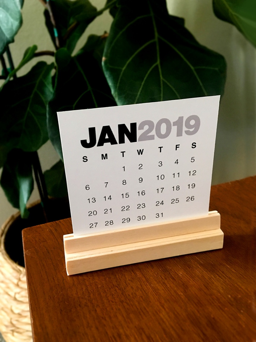 Mug Makes! A Mini Calendar Stand (+ Printable)